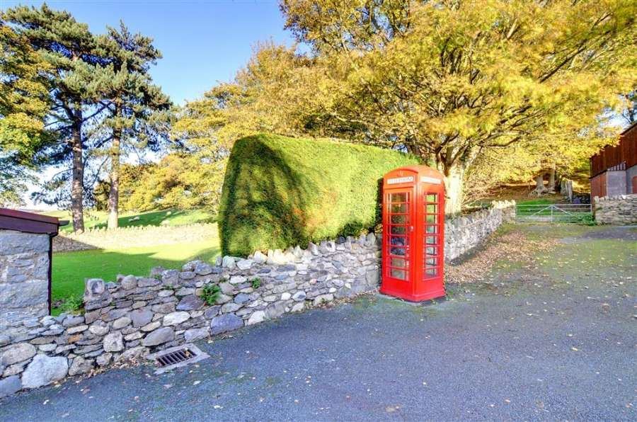 LB phone_box_in_grounds-20171004
