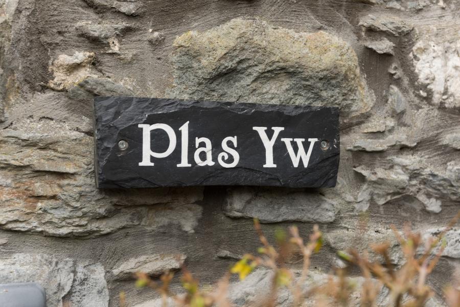 Plas Yw-1x2880 pixels